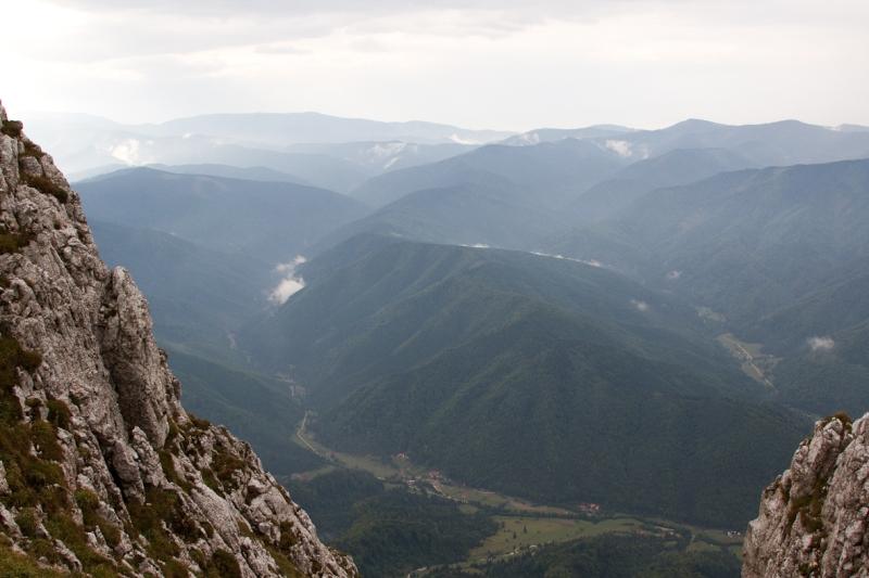 P_Craiului_044_vedere spre Plaiul Foii si muntii Tarcului
