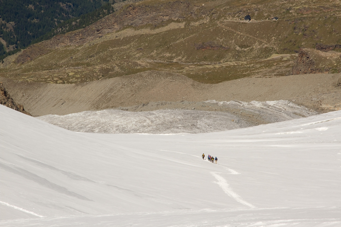 Gran_Paradiso_sep13_041_alpinisti spre rifugio Chabod
