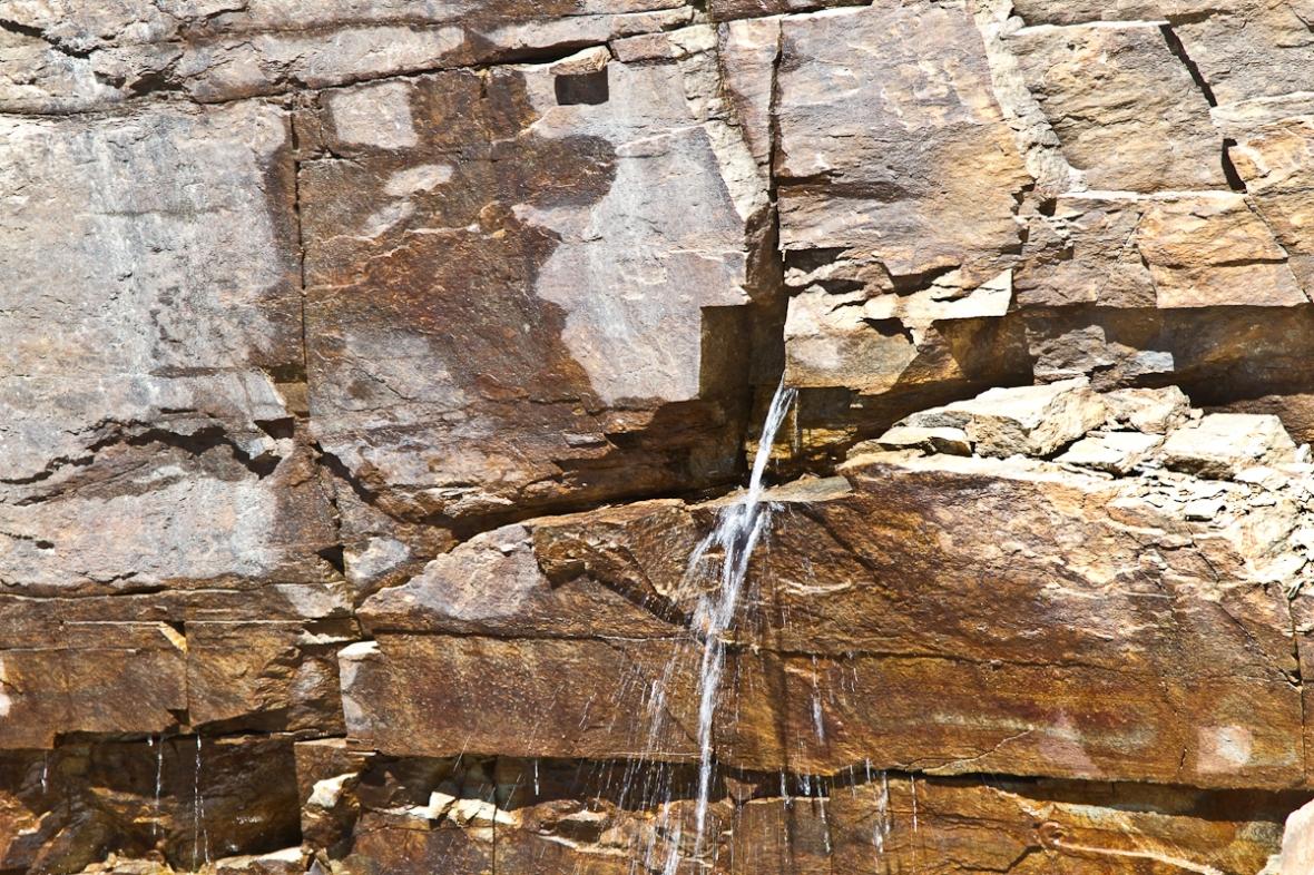 Gran_Paradiso_sep13_047_apa curge printr-o crapatura